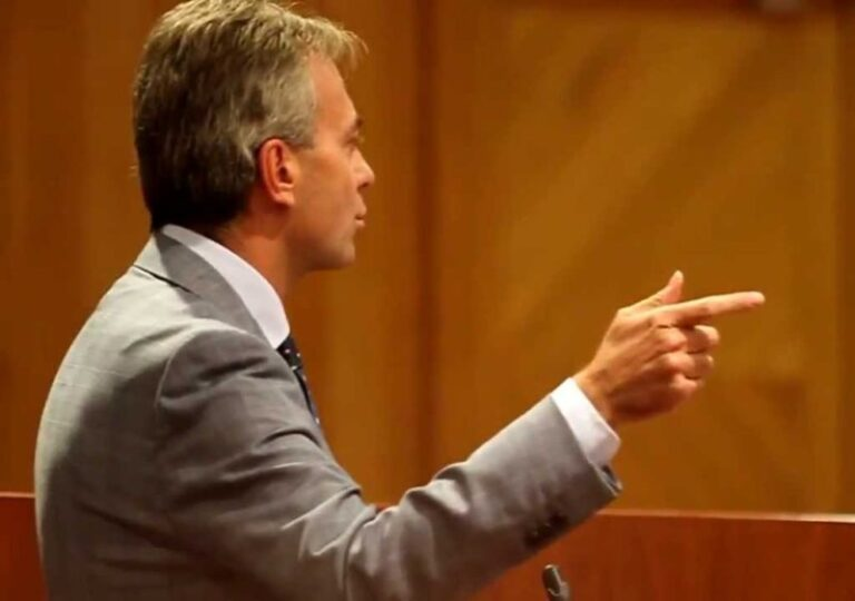 Sei mesi senza stipendio, Gallo sostiene i tirocinanti