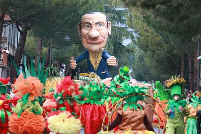 Tutto pronto per il Carnevale di Castrovillari (video)