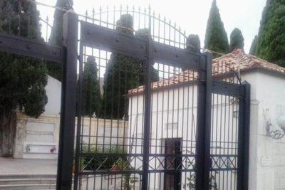 pochi loculi cimitero Crotone la denuncia di Martusciello