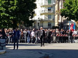 folla teatro tieri ministro di maio cosenza