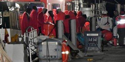 Migranti sbarcati in Calabria, il permesso concesso per via del maltempo