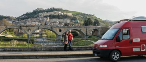 Anna Luciani e Simone Chiesa nella puntata di Voglio vivere in Italia dedicata a Cosenza