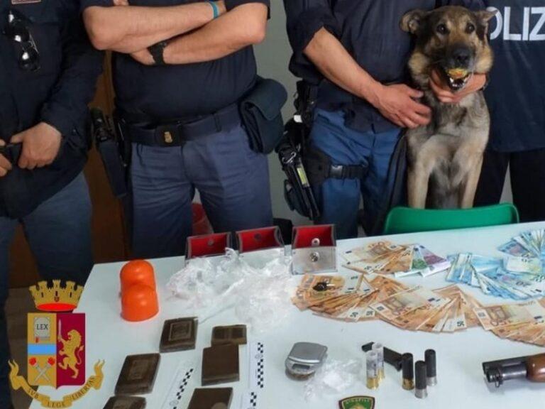 Nel sottotetto pistole, proiettili e droga, arrestati due giovani di Corigliano-Rossano