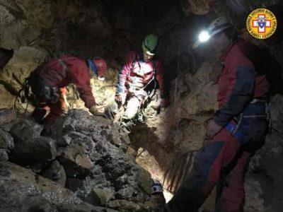 Salvi gli speleologi bloccati nella grotta dopo una piena