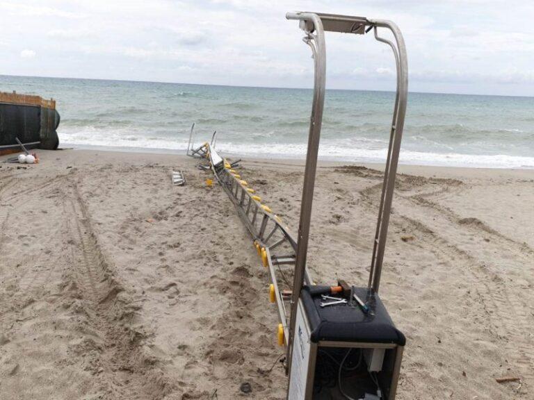 Danneggiata la passerella per disabili sulla spiaggia, il comune di Catanzaro corre ai ripari