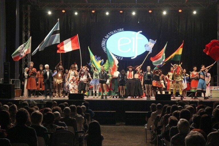 XXXIV Estate Internazionale del Folklore e del Parco del Pollino, successo per la prima del Festival