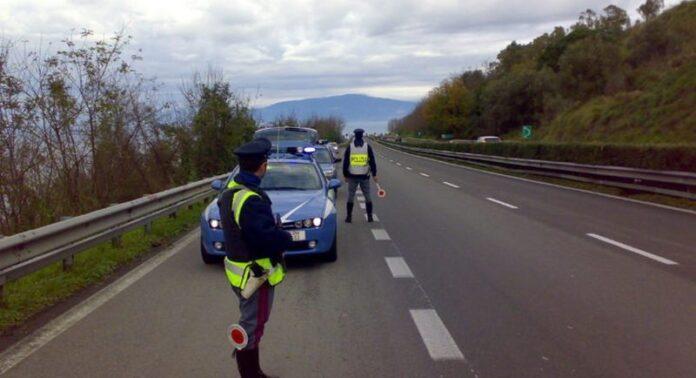 polizia stradale posto di blocco autostrada