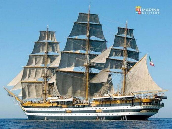 La nave militare Amerigo Vespucci