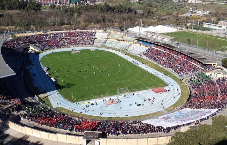 Cosenza calcio, pronte le carte per la riammissione in Serie B