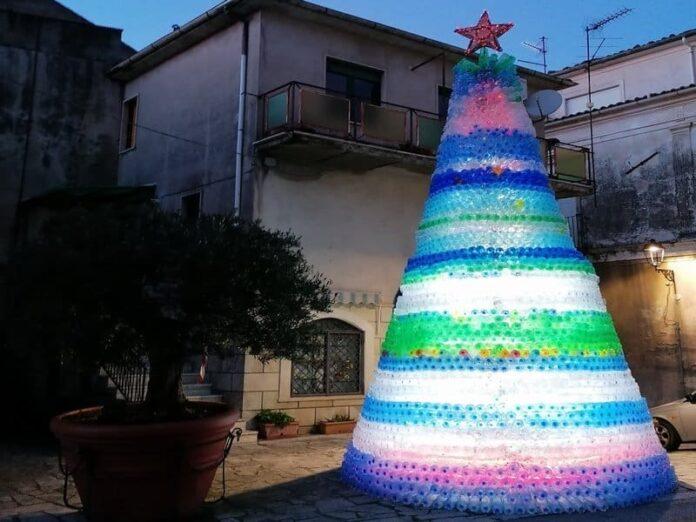albero natale bottiglie plastica