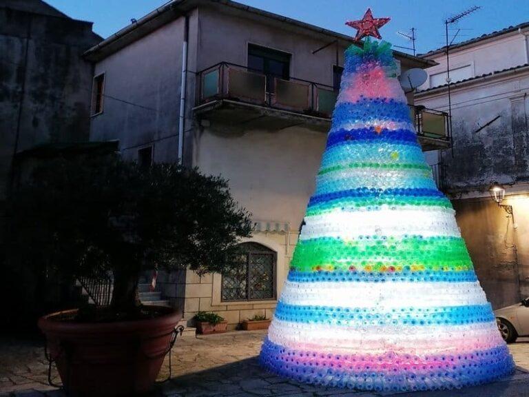 L'albero di Natale con 4mila bottiglie ad Aiello Calabro