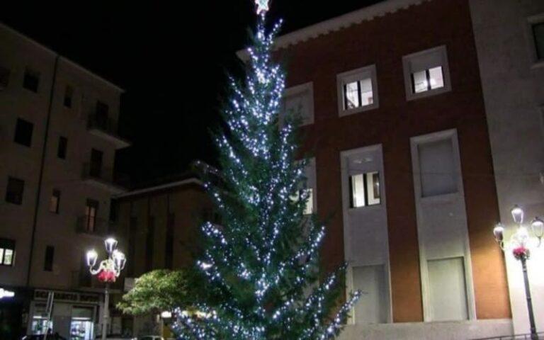 Niente soldi per le luminarie di Crotone, arrivano in regalo dal Football Club