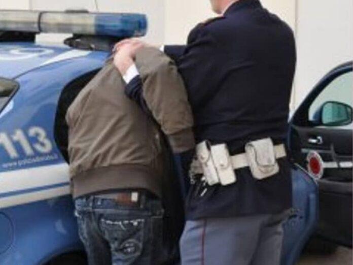 arresto polizia furto scuola-cosenza