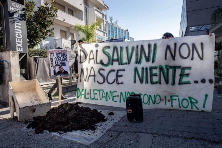 La disapprovazione dei cosentini per la visita di Matteo Salvini