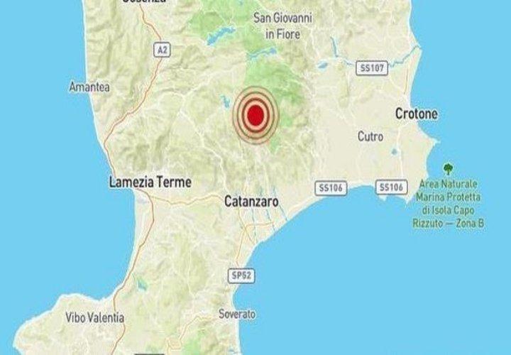 Trema ancora la terra in Calabria, scuole evacuate
