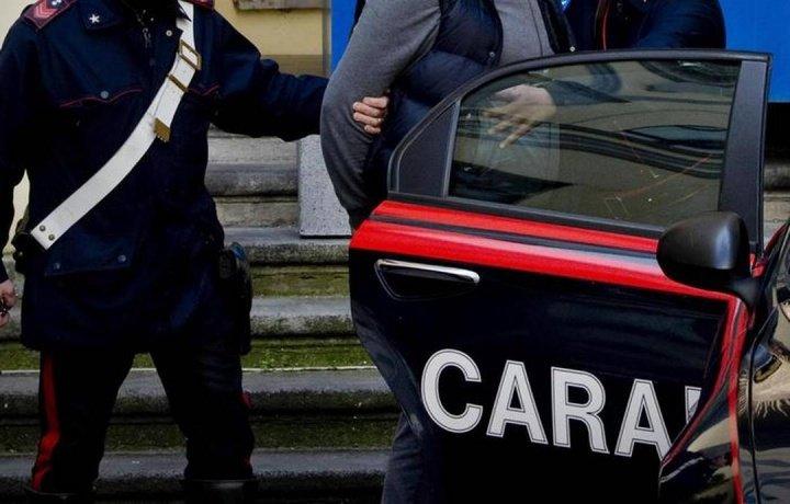 Crotone: è agli arresti domiciliari ma lo trovano a passeggio, bloccato dai carabinieri