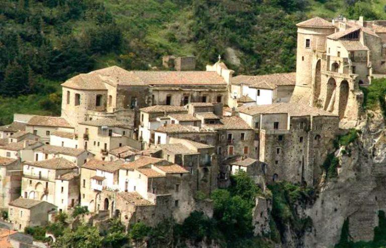 Coronavirus Calabria: altri quattro positivi a Oriolo, assessore e tre consiglieri comunali