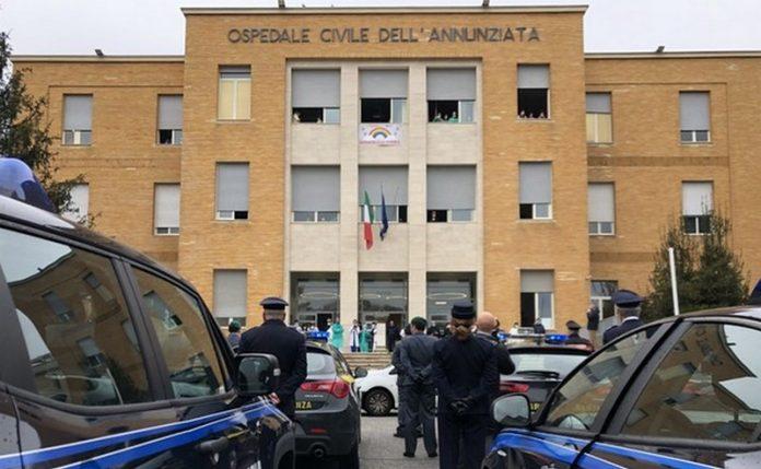 Coronavirus-omaggio-forze-ordine-medici-ospedale-Cosenza