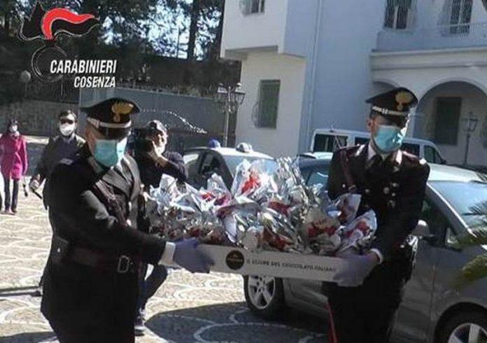 carabinieri-donano-uova-di-pasqua-bambini-provincia-cosenza
