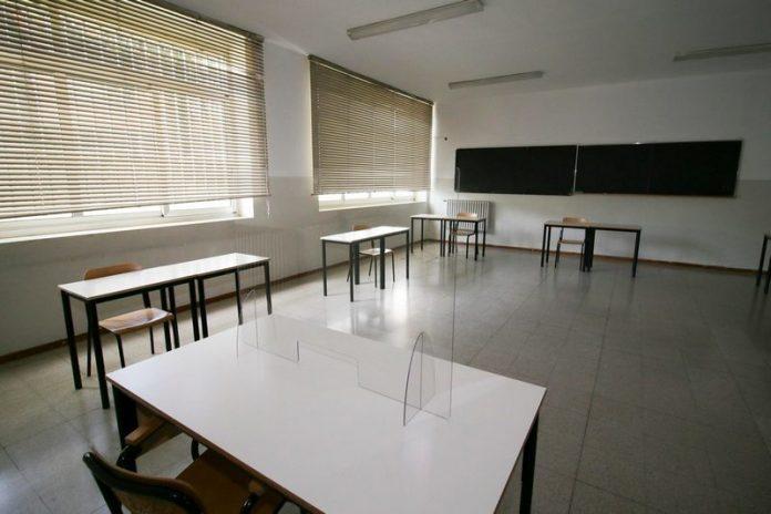 gli studenti italiani tornano a varcare l'ingresso delle proprie scuole per sostenere l'esame di maturità