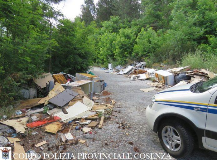Polizia Provinciale - sequestro discarica abusiva a San Giovanni in Fiore