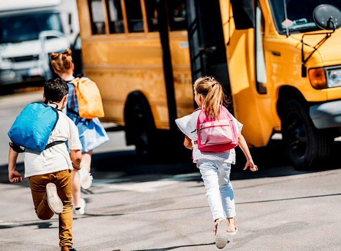bambini scuolabus