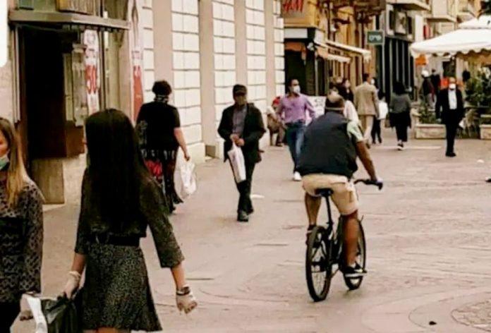 Cosenza biciclette in transito in città