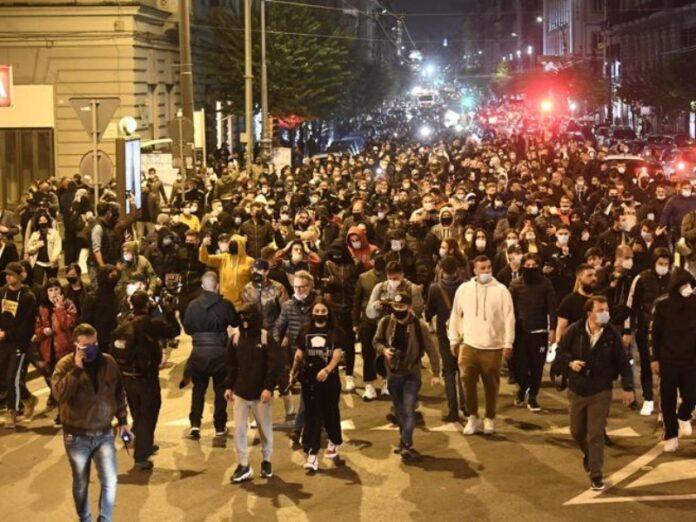napoli manifestazione contro coprifuoco