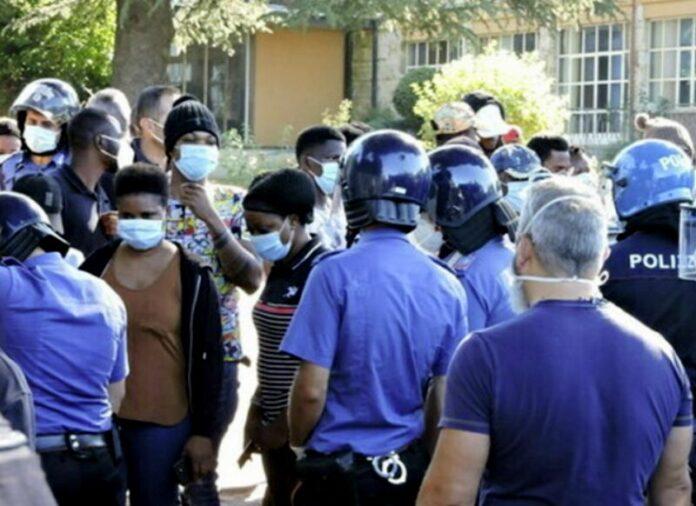 protesta migranti cas fuscaldo