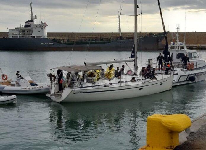 sbarco migranti pakistani crotone