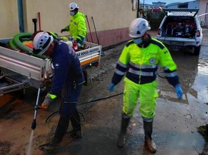 Volontari Provic alluvione crotone