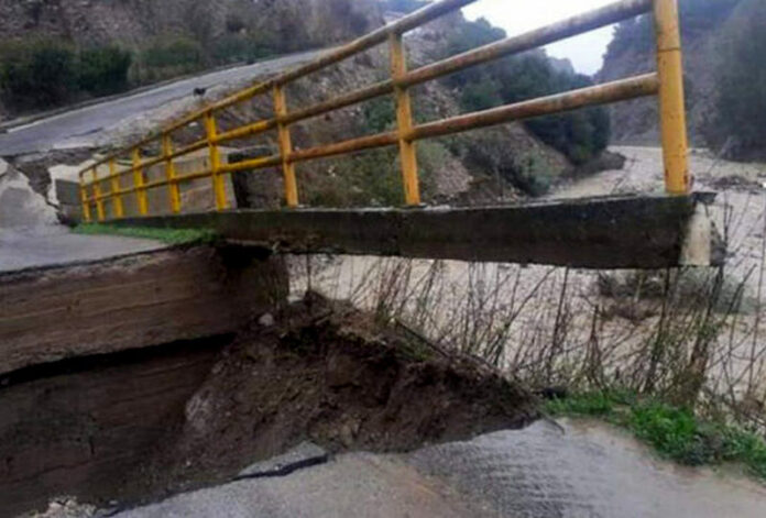 maltempo crollo ponte melissa