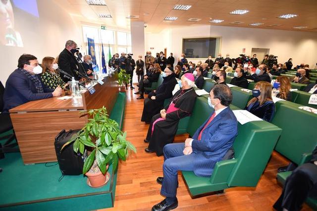 La platea della sala verde con le autorità