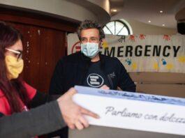 emergency flavio insinna consegna pacchi alimentari