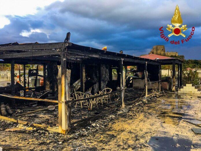 incendio stabilimento balneare Scalea