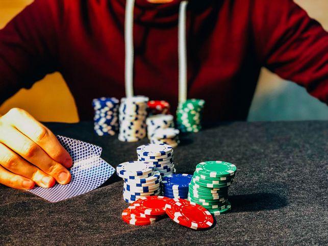 poker giocatore fiches