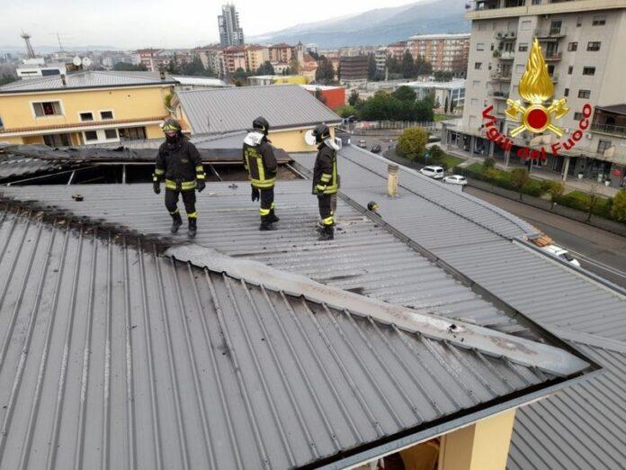 vigili del fuoco tetto rende