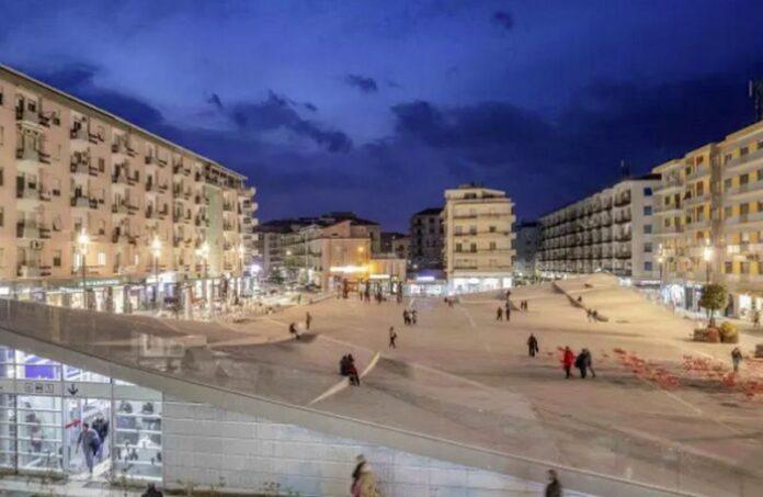Piazza Bilotti sera