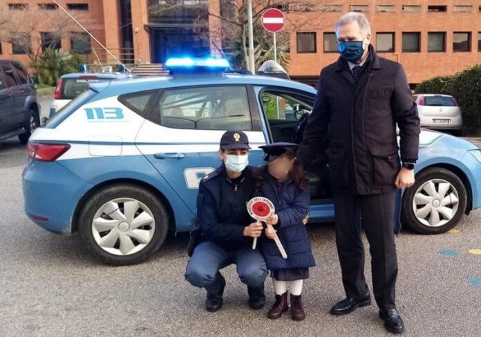 bambina poliziotto