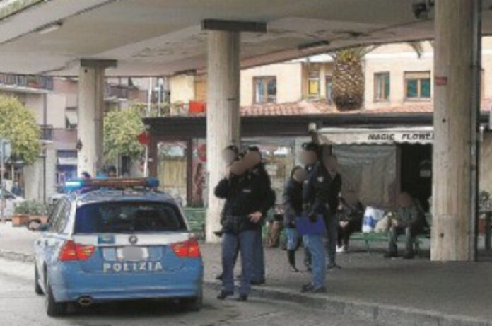 polizia arresta spacciatore autostazione cosenza