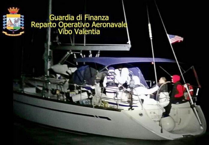 crotone barca a vela migranti