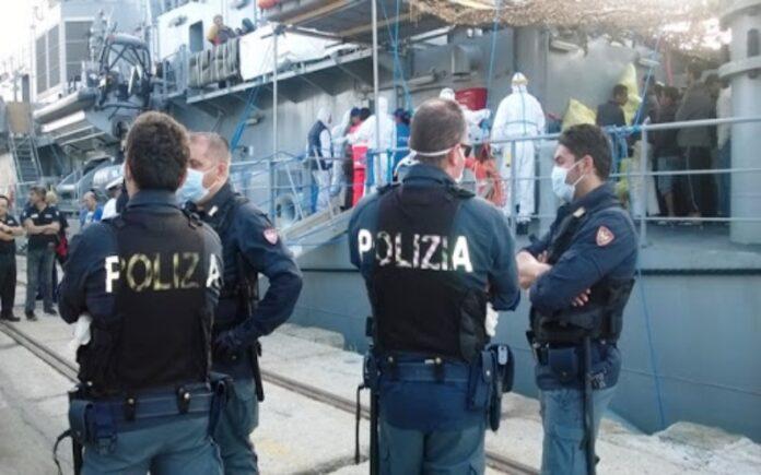 emergenza covid migranti poliziotti