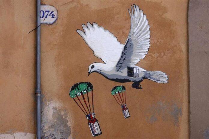 Il disegno apparso sui muri del ministero della Salute