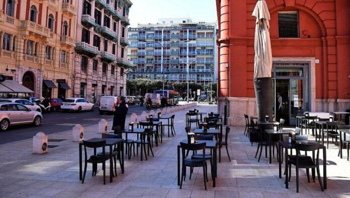 bar ristoranti aperto