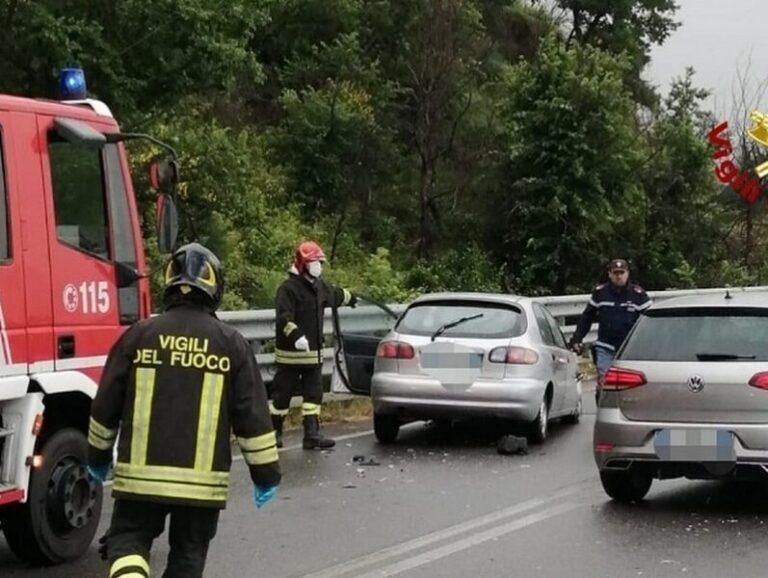 Incidente tra due auto sulla statale 107, bimbo trasportato in ospedale