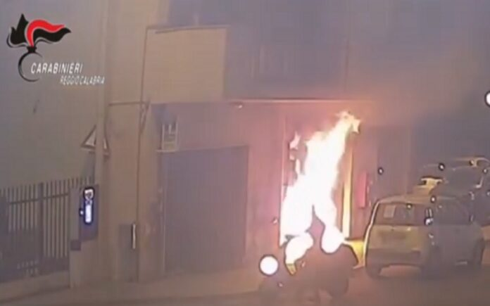 negozio incendiato Reggio Calabria