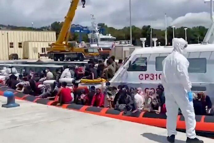 peschereccio migranti rocella