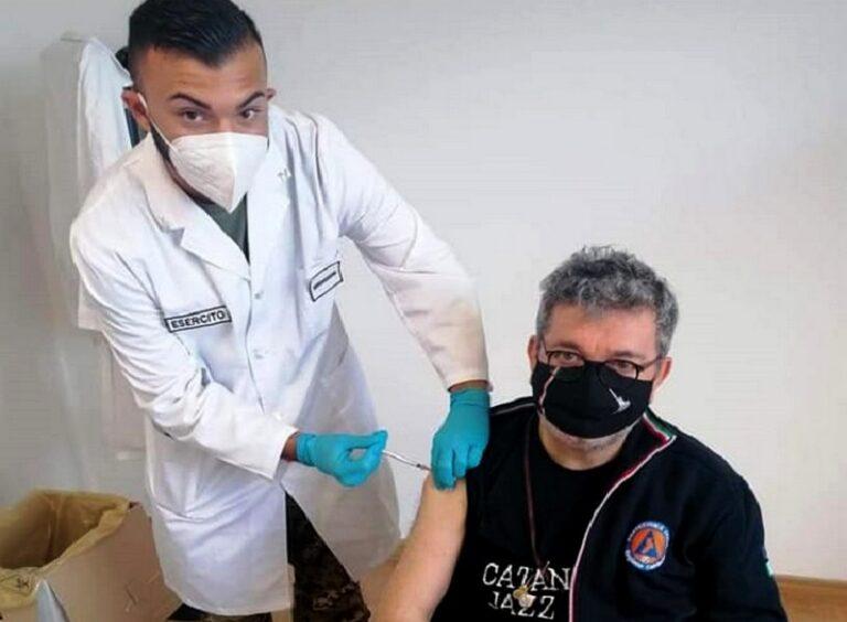 Vaccino anti-Covid, il presidente Spirlì riceve la prima dose