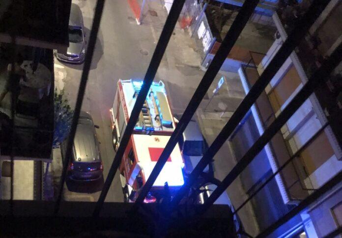 vigili del fuoco soccorrono donna bloccata in ascensore
