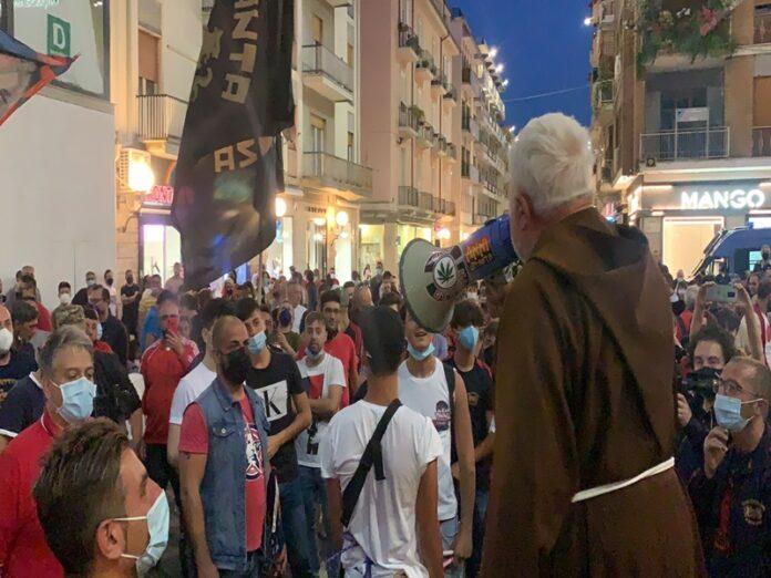 Padre Fedele incita gli ultras del Cosenza